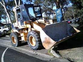 WA-120 series1 loader , 11,000 hrs , ac cabin , GP bucket , good pins and bushes - picture2' - Click to enlarge
