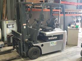 NISSAN 3WHL CONTAINER ENTRY FORKLIFT - picture0' - Click to enlarge