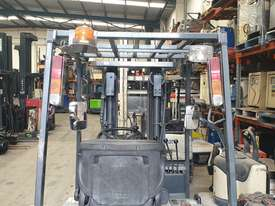 NISSAN 3WHL CONTAINER ENTRY FORKLIFT - picture1' - Click to enlarge
