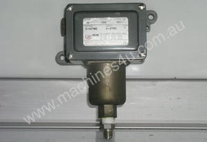 Ue   136 Pressure Switch.