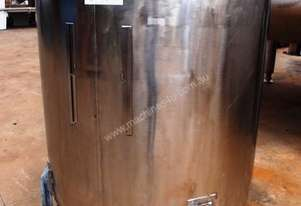 Stainless Steel Storage Tank (Vertical), Capacity: 1,500Lt