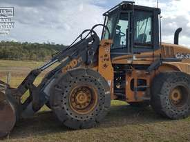 Case 621D-XT Wheel Loader, with attachments. EMUS NQ - picture0' - Click to enlarge