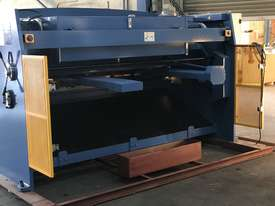 Heavy Duty Industrial Build 2400mm x 4mm Hydraulic Guilloitne - picture6' - Click to enlarge