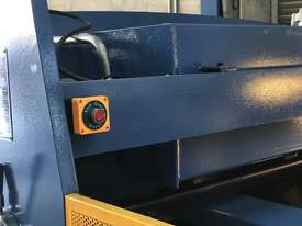 Heavy Duty Industrial Build 2400mm x 4mm Hydraulic Guilloitne - picture7' - Click to enlarge