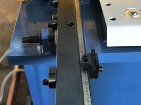 Heavy Duty Industrial Build 2400mm x 4mm Hydraulic Guilloitne - picture11' - Click to enlarge