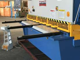 Heavy Duty Industrial Build 2400mm x 4mm Hydraulic Guilloitne - picture13' - Click to enlarge
