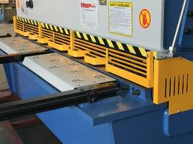 Heavy Duty Industrial Build 2400mm x 4mm Hydraulic Guilloitne - picture14' - Click to enlarge