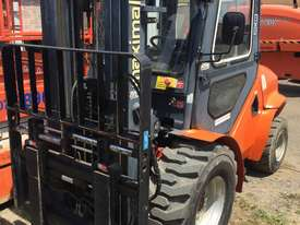 Forklift 3.5 TON Maximal Rough Terrain - picture2' - Click to enlarge