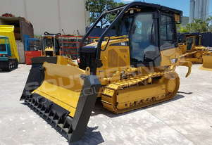 CATERPILLAR D3K XL Bulldozer w Stick Rake fitted DOZCATK
