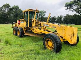 John Deere 772C/H Artic Grader Grader - picture2' - Click to enlarge