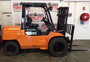 Toyota   FORKLIFTS 02-7FD40