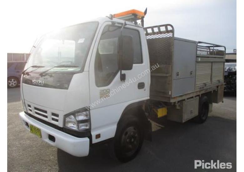 Used Isuzu NPR200 SHORT Service Trucks in , - Listed on