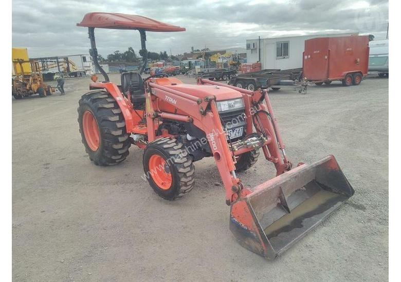 Used Kubota L4400 Tractor Buckets in , - Listed on Machines4u