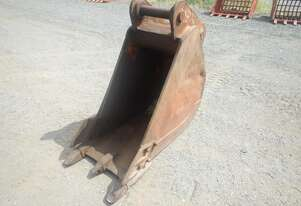 600mm Excavator Bucket to suit Cat 25 Hitch, Pins 80mm, Ears 330mm, Centers 470mm