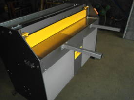 1250mm x 1.6mm education guillotine - picture3' - Click to enlarge