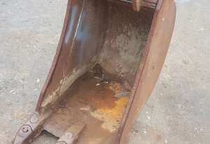 5 Tonne, 450mm GP Bucket. In good used condition. 6 month warranty