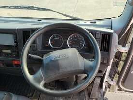 Isuzu NQR 87-190 - picture2' - Click to enlarge