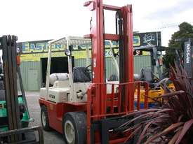Nissan 3.5 Ton Forklift - picture1' - Click to enlarge