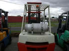 Nissan 3.5 Ton Forklift - picture2' - Click to enlarge