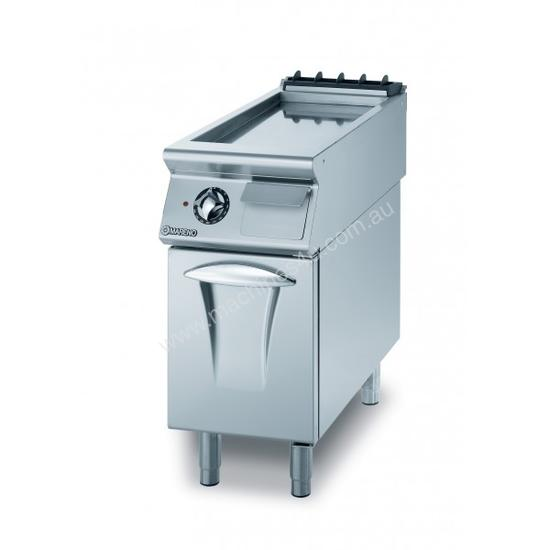 Mareno ANFT9-4ER Fry-Top With Ribbed Fry Plate