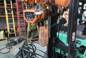 Hitachi Electric Chain Hoist 1 Ton x 6 Meters 3 Phase 415 Volt Electric Shop Crane