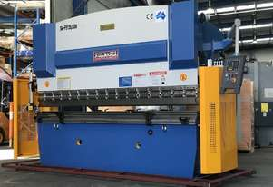 Showroom Display 3200mm x 135Ton With Laser Guards & Table Crowning Pressbrake