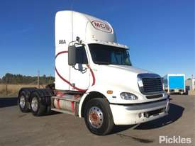 2010 Freightliner Columbia CL112 - picture0' - Click to enlarge