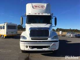 2010 Freightliner Columbia CL112 - picture1' - Click to enlarge