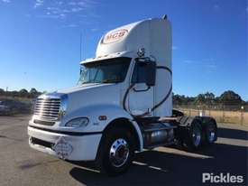 2010 Freightliner Columbia CL112 - picture2' - Click to enlarge