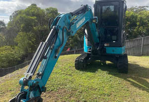 3.8 t Excavator. Power tilt. Full buckets. Auger. Compaction wheel