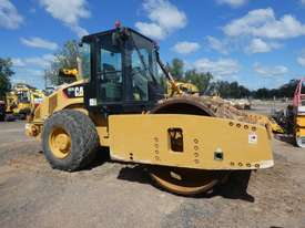 Caterpillar CS76 XT Smooth Drum Roller with Shells - picture0' - Click to enlarge