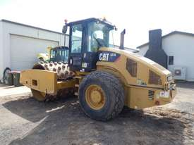 Caterpillar CS76 XT Smooth Drum Roller with Shells - picture1' - Click to enlarge
