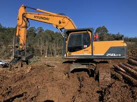 2015 Hyundai R250LC-9HC Log Loader - picture0' - Click to enlarge