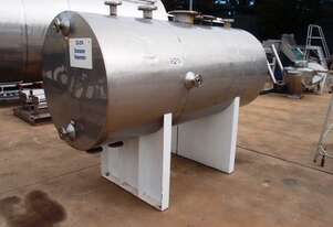 Stainless Steel Storage Tank (Horizontal), Capacity: 1,800Lt