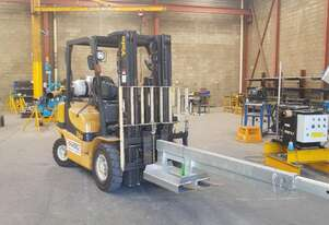 Yale 2.5t LPG forklift with jib