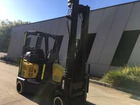 2.0T CNG Narrow Aisle Forklift - picture0' - Click to enlarge