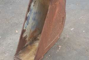 8 Tonne, 300mm Gummy Bucket. In good used condition.6 month warranty