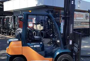 2011 Toyota forklift 6m lift 2.5 ton duel wheel 1.5m carriage inbuilt digital scale fork positioner