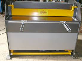2470mm x 4mm Australian made hydraulic guillotine  - picture3' - Click to enlarge