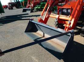 Agco hay prongs-suit FEL bucket - picture0' - Click to enlarge