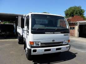 2005 NISSAN UD 175T FOR SALE - picture0' - Click to enlarge