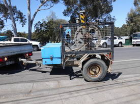 1.5 ton hyd self loader, drum drive , rewinder winch , 1 left in stock - picture3' - Click to enlarge