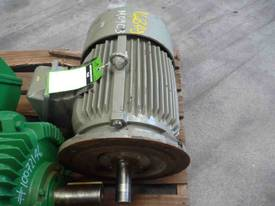 CMG 20HP 3 PHASE ELECTRIC MOTOR/ 2900RPM - picture2' - Click to enlarge