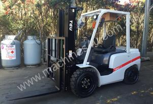 TEU Forklift Diesel 3.5T 4.5m Lift Container Mast