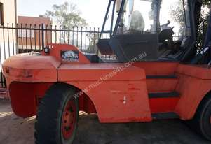 15 Tonne Linde & side shifting fork positioner