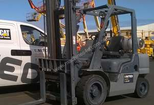 Nissan 3 Tonne Used LPG Forklift with Side Shift Attachment
