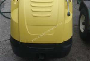 Karcher HD 7/12 4M Hot Water High Pressure Washer/Plant Trailer Combo