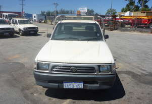 2000 Toyota Hilux 4x2 Tray Top Utility - In Auction