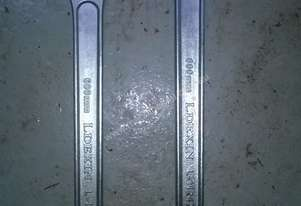 2 X 600 mm AJUSTABLE WRENCHERS