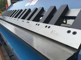 Heavy Duty 2500mm x 4mm Full Hydraulic NC Programmable Panbrake - picture3' - Click to enlarge